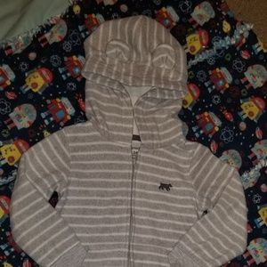 ❤️4/$10. Carter's fleece snow suit with no feet.